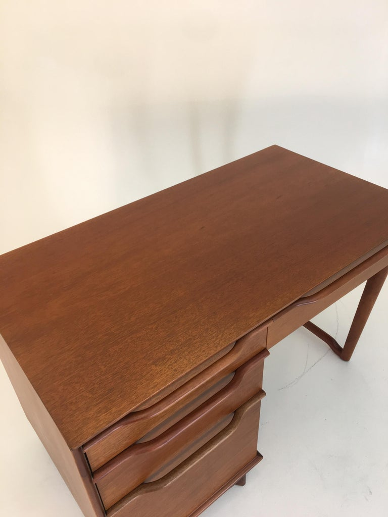Mid-Century Modern Honduran Mahogany Vanity by Hickory Manufacturing For Sale