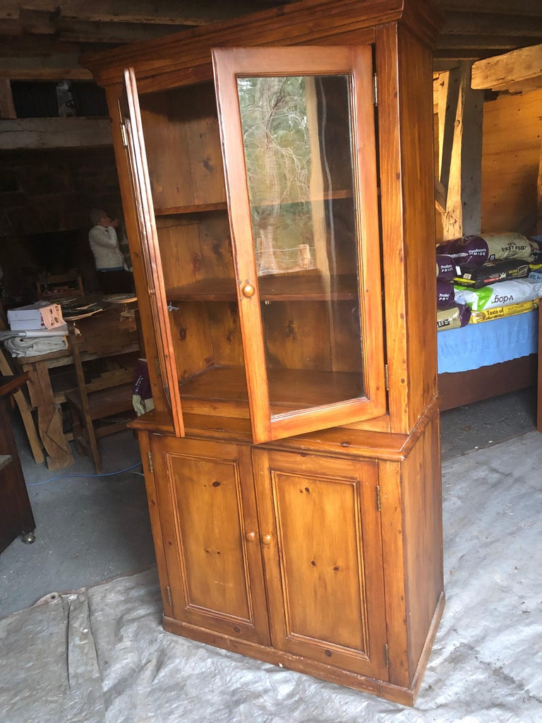 North American Honey Warm Wood Kitchen Cupboard Cabinet with Lots of Storage