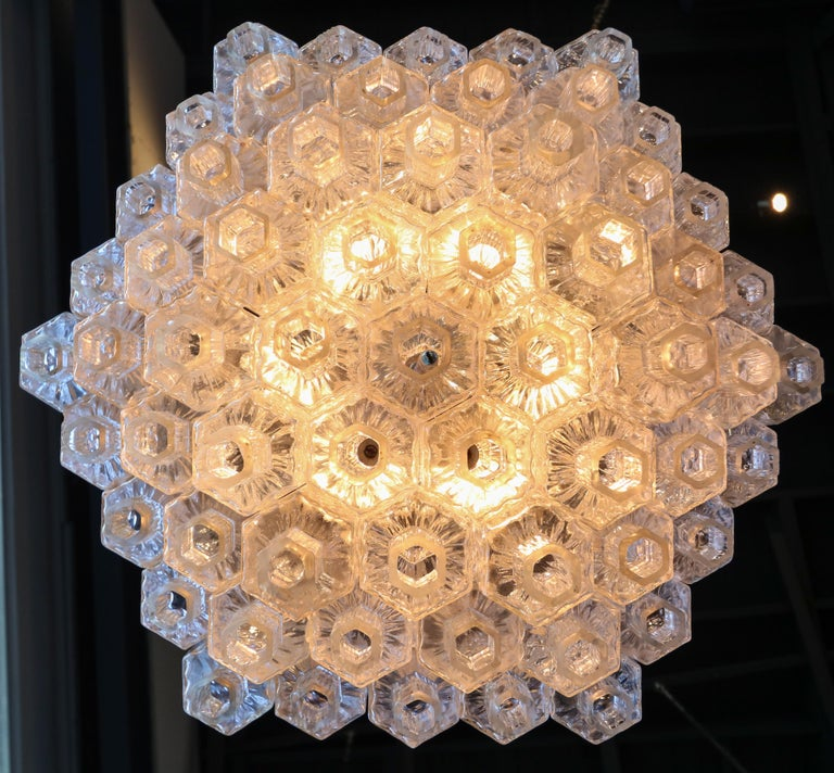 Honeycomb 1960s Italian Chrome and Glass Chandelier For Sale 2