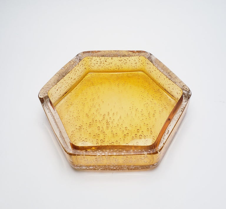 The honeycomb desk set is comprised of four separate organizing containers that create a contemporary look on any desk environment. Made with gold topaz color, the set includes a large catch all (2.5
