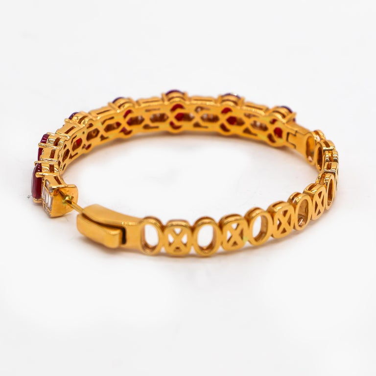 Hoop Earrings 8.39 Carat Rubies and 1.14 Carat Diamonds 18 Karat Gold In Excellent Condition For Sale In Carlsbad, CA