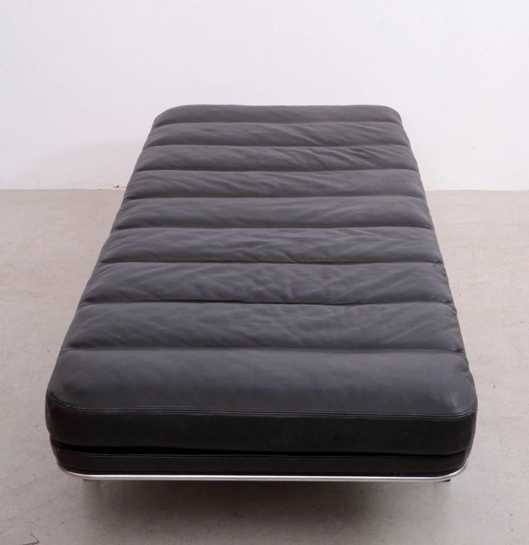 Scandinavian Modern Horst Bruning Daybed in Original Black Leather and Chrome for Kill International For Sale