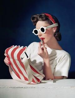 Muriel Maxwell, Ensemble Sally Victor, Bag Paul Flato, Sunglasses Lugene, Large