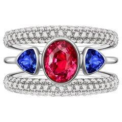 Hot Pink Sapphire 2,5 Ct with Tanzanites and Diamonds 18 Karat White Gold Ring