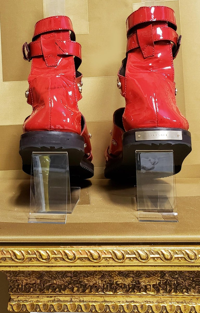 HOT!!! S/S'12 Look #32 VERSACE RED LEATHER SANDALS SHOES 44-11 For Sale 2