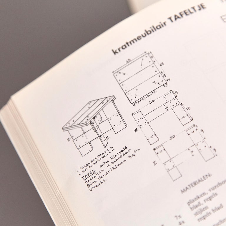 How to Construct Rietveld Furniture Book In Good Condition For Sale In Barcelona, Barcelona