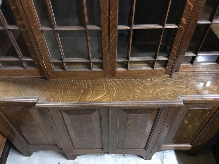 Howard & Sons Arts & Crafts Queen Anne Revival Oak Breakfront Library Bookcase In Good Condition For Sale In London, GB