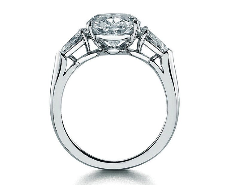Modern GIA 5 Carat Oval Diamond Ring G Color VS2 Clarity For Sale