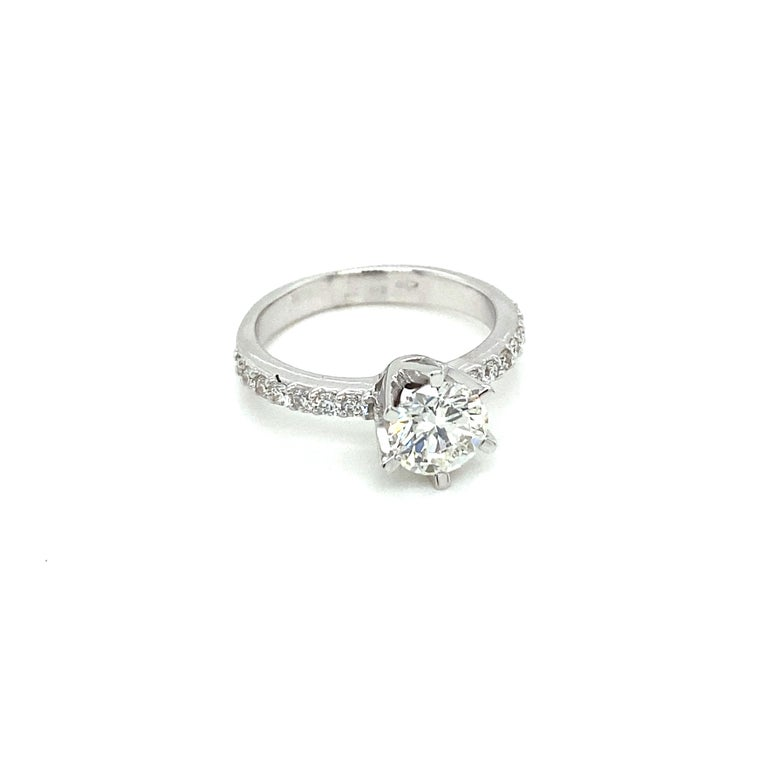 Modern HRD Antwerp Certified 1 Carat Diamond Gold Engagement Ring For Sale