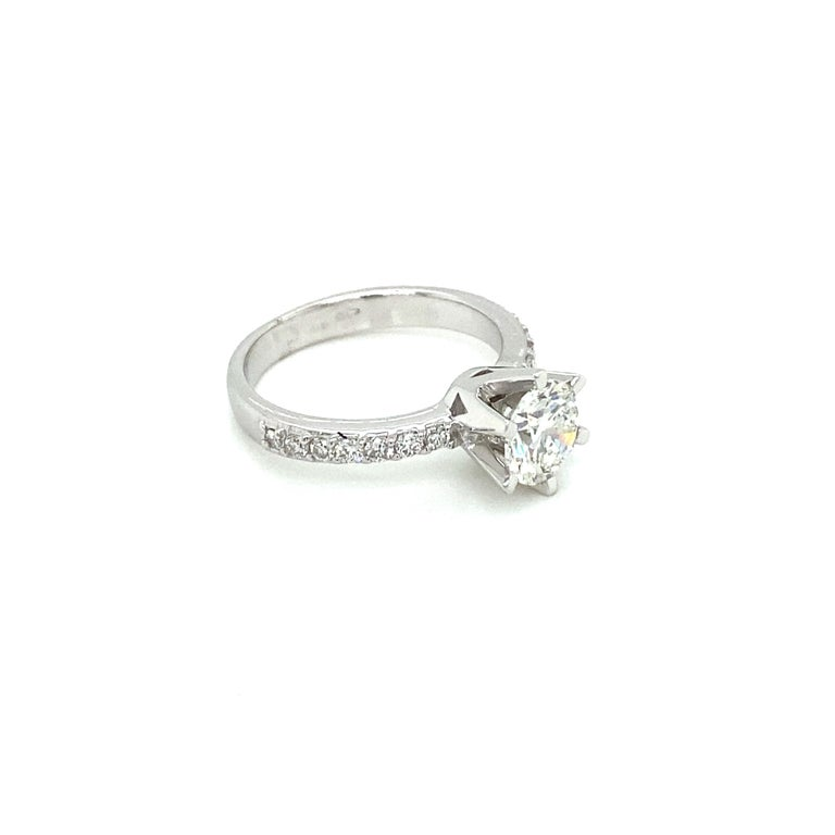 Round Cut HRD Antwerp Certified 1 Carat Diamond Gold Engagement Ring For Sale
