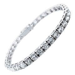 HRD Antwerp Certified 1.86 Carats of 62 Diamonds, Tennis Bracelet