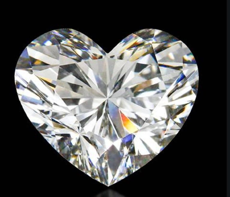 An amazing present a 2.01 carat pure and brilliant heart shape diamond all stones are vs clarity and G color weight is approx. 0,40 carats   Platinum chain included.