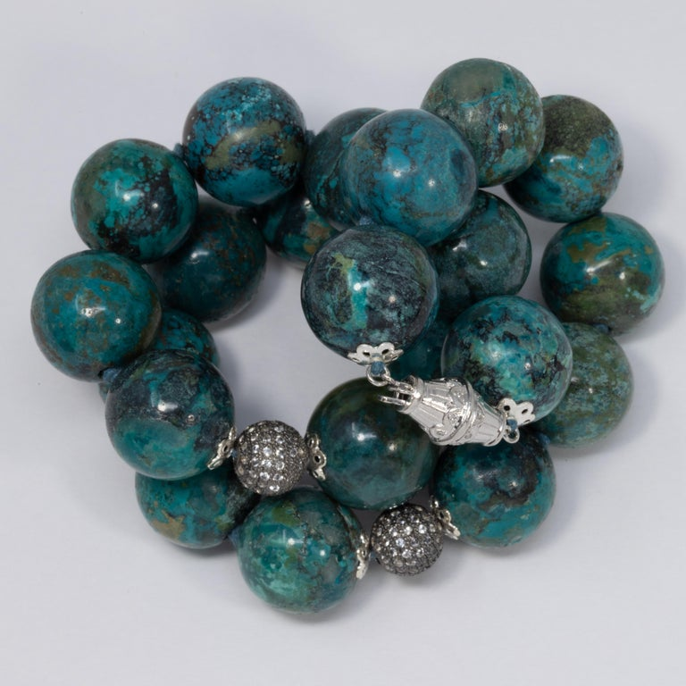 Hubei Turquoise Bead Necklace with Diamonds and White Gold 585 14 Karat Clasp In Excellent Condition For Sale In Milford, DE