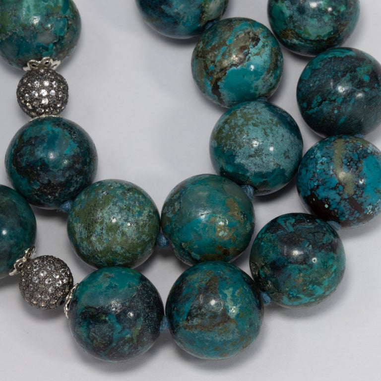 Hubei Turquoise Bead Necklace with Diamonds and White Gold 585 14 Karat Clasp For Sale 1