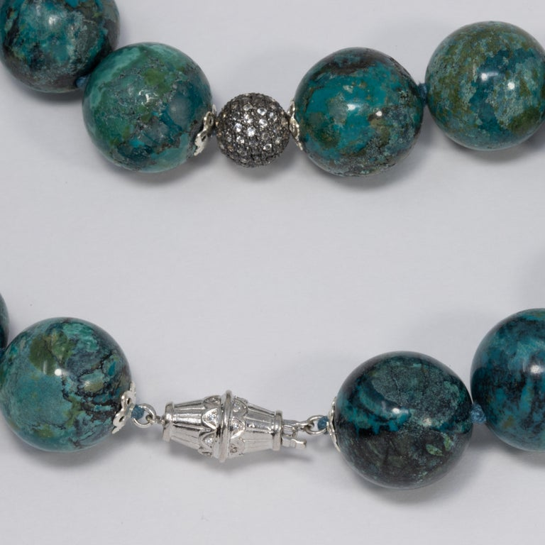 Hubei Turquoise Bead Necklace with Diamonds and White Gold 585 14 Karat Clasp For Sale 2
