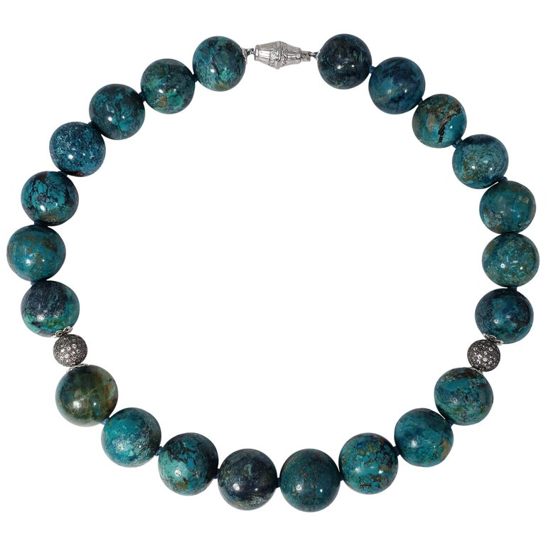 Hubei Turquoise Bead Necklace with Diamonds and White Gold 585 14 Karat Clasp For Sale