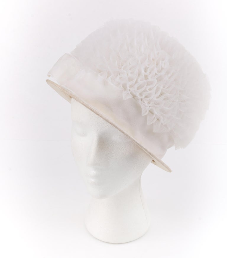 HUBERT de GIVENCHY Adaptation c.1950's Gathered Tulle Velvet Ribbon Cloche Hat In Good Condition For Sale In Thiensville, WI