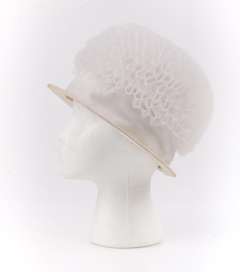 HUBERT de GIVENCHY Adaptation c.1950's Gathered Tulle Velvet Ribbon Cloche Hat For Sale 2