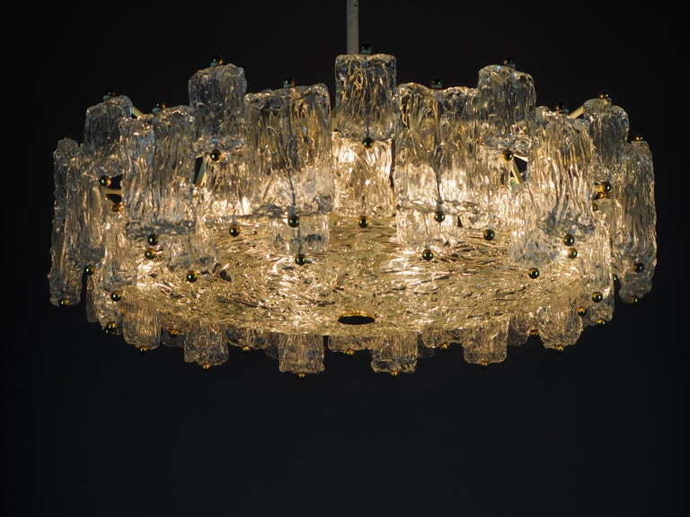 Italian Huge 16-Light Chandelier by Aureliano Toso, Italy, circa 1960s For Sale