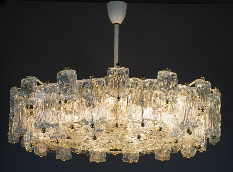 Mid-20th Century Huge 16-Light Chandelier by Aureliano Toso, Italy, circa 1960s For Sale