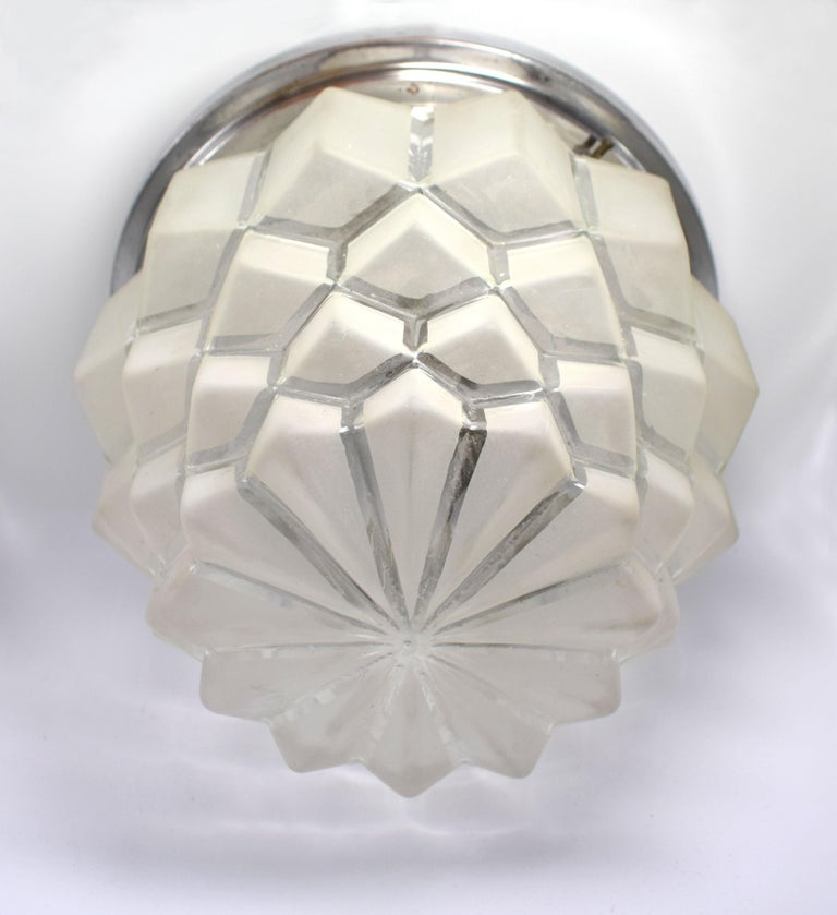 Wonderful opportunity to acquire a substantially sized 1930s Art Deco French ceiling light which is a half way house between skyscraper and a pineapple! Frosted glass segmented jutting out spikes of glass which are tiered like a wedding cake form