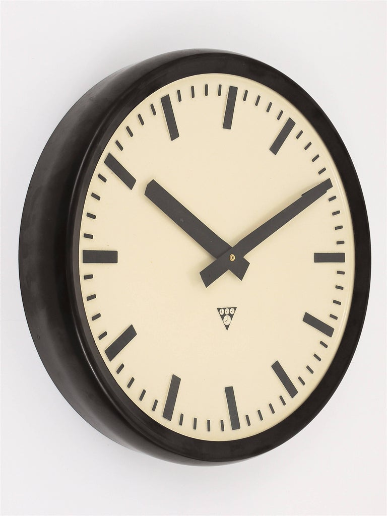 Huge Bakelite Industrial Train Station Wall Clock in Excellent Condition, 1940s In Good Condition For Sale In Vienna, AT