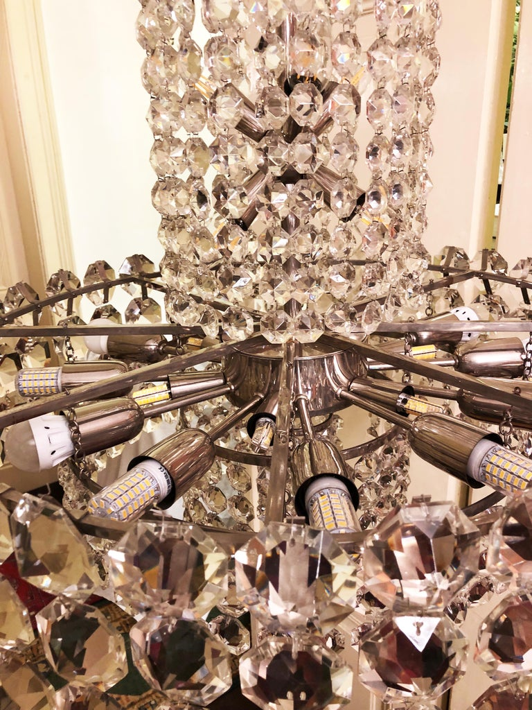 Huge Beautiful Crystal Chandelier by Bakalowits & Söhne Vienna, 1960s For Sale 4