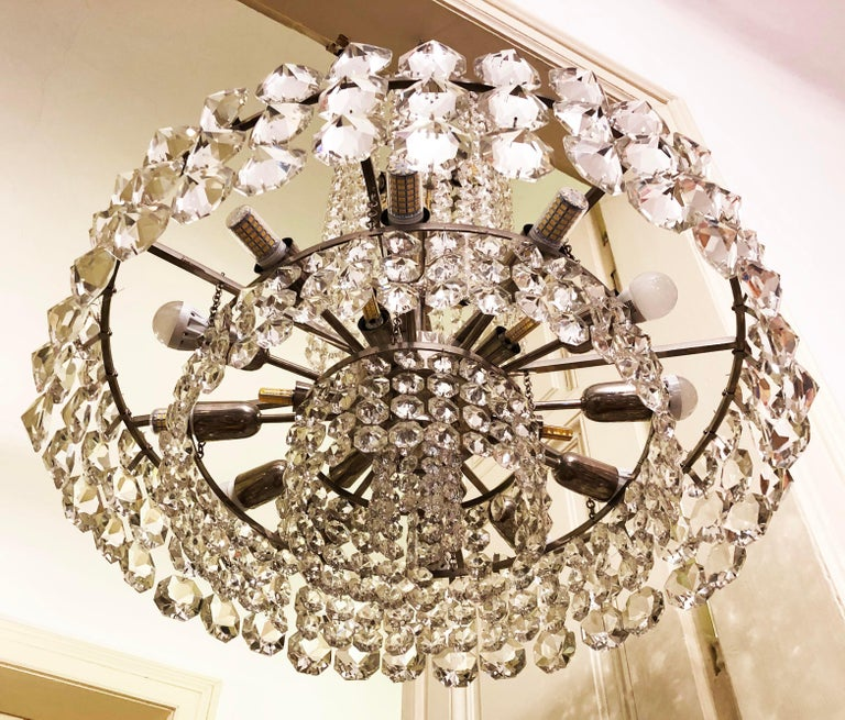 Huge Beautiful Crystal Chandelier by Bakalowits & Söhne Vienna, 1960s For Sale 5