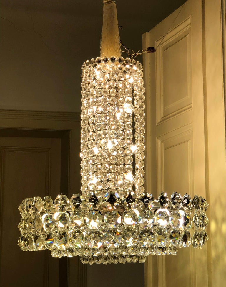 Austrian Huge Beautiful Crystal Chandelier by Bakalowits & Söhne Vienna, 1960s For Sale