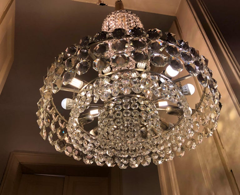 Huge Beautiful Crystal Chandelier by Bakalowits & Söhne Vienna, 1960s In Excellent Condition For Sale In Vienna, AT