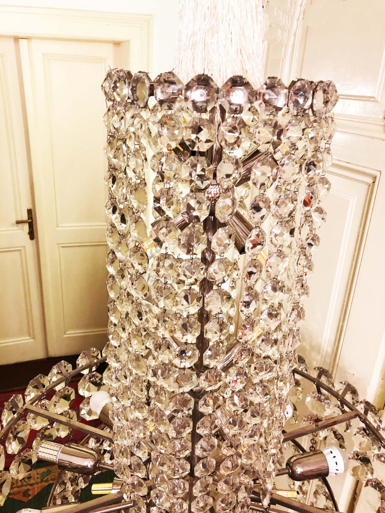 Huge Beautiful Crystal Chandelier by Bakalowits & Söhne Vienna, 1960s For Sale 1