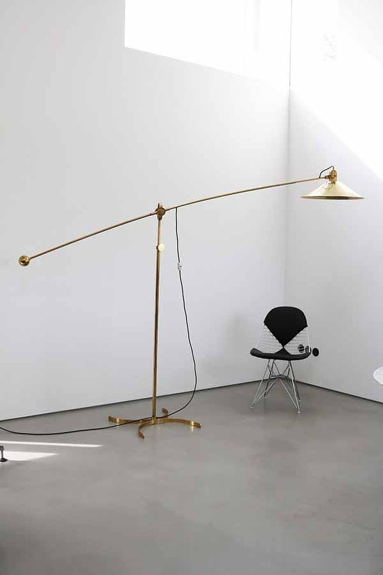 Huge Brass Floor Lamp with Counterweight by Florian Schulz, Germany In Good Condition For Sale In Berlin, DE