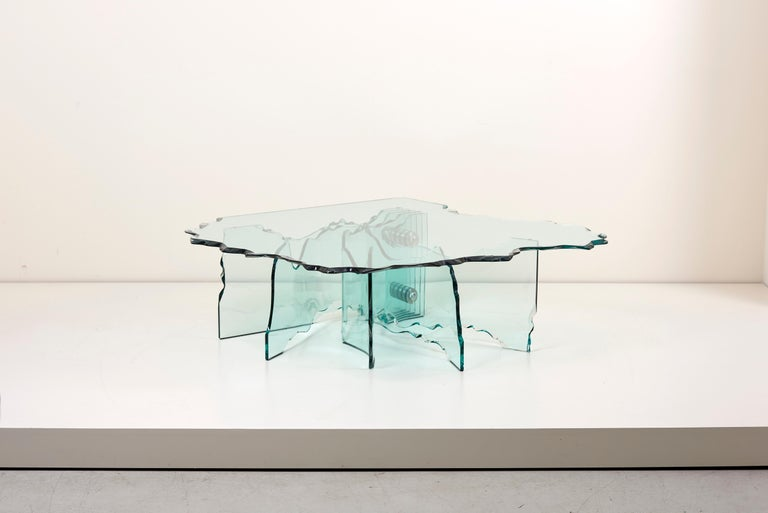Wonderful huge crystal glass coffee table by Danny Lane for Fiam. The table is a high quality Italian production in the form of a shell and it´s a real eyecatcher in every living room.