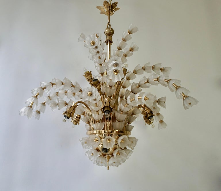 Gilt Huge Italian Chandelier in Brass with 160 Murano Glass Flowers For Sale