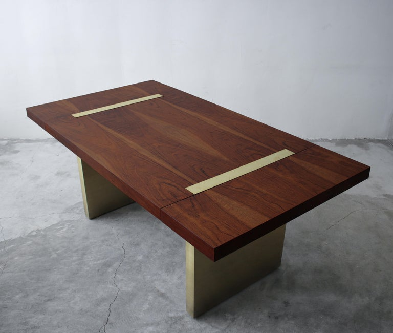 Huge Midcentury Walnut and Brushed Brass Extension Dining Table In Excellent Condition For Sale In Las Vegas, NV