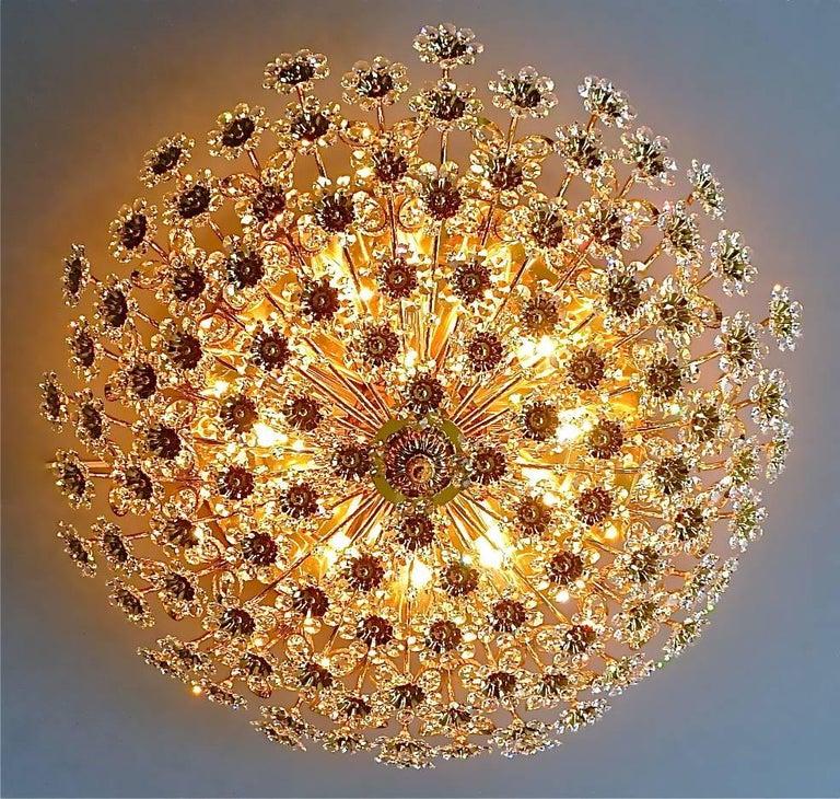 Hugo Palwa Kronleuchter aus Vergoldetem Messing in Blumenstrauß Form mit Kristallen, 1960 10