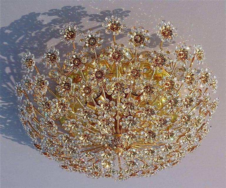Hugo Palwa Kronleuchter aus Vergoldetem Messing in Blumenstrauß Form mit Kristallen, 1960 2