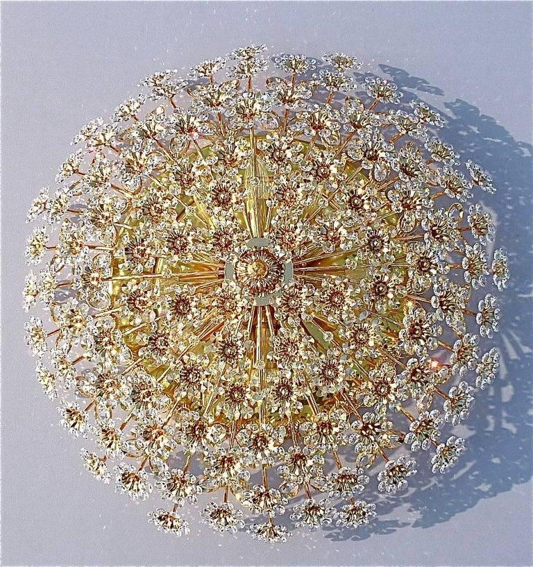 Hugo Palwa Kronleuchter aus Vergoldetem Messing in Blumenstrauß Form mit Kristallen, 1960 3