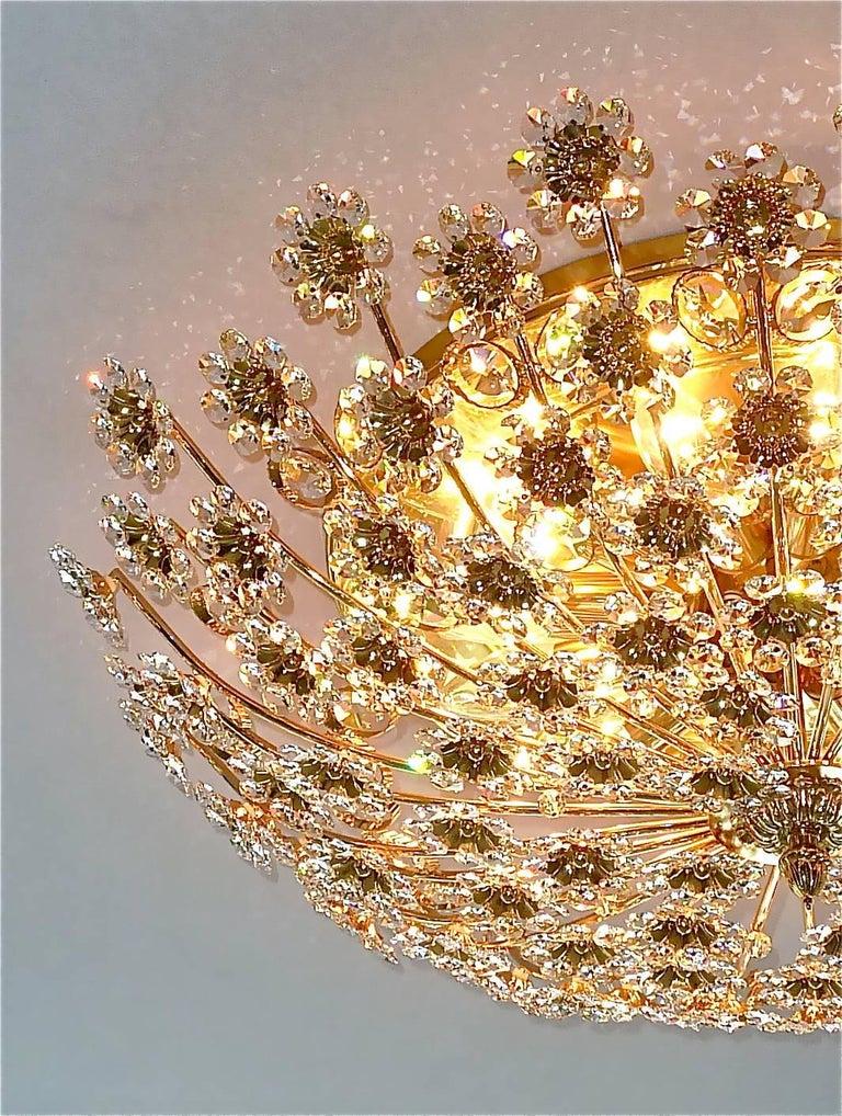 Hugo Palwa Kronleuchter aus Vergoldetem Messing in Blumenstrauß Form mit Kristallen, 1960 9