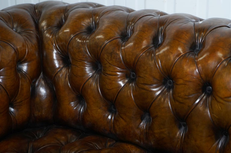 Huge Rare Victorian Horse Hair Fully Restored Brown Leather Chesterfield Sofa For Sale 12