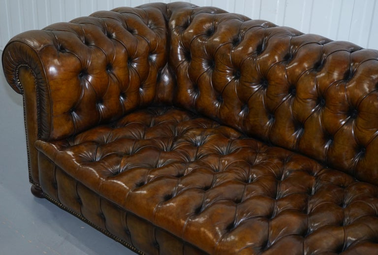 Huge Rare Victorian Horse Hair Fully Restored Brown Leather Chesterfield Sofa In Good Condition For Sale In London, GB