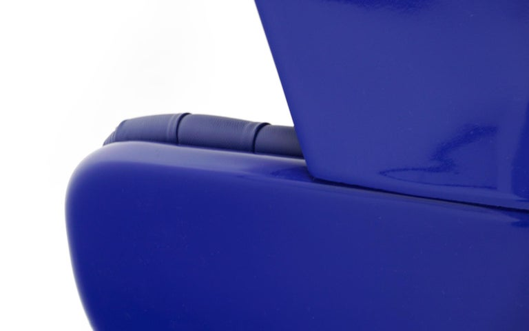 Huge Showtime Armchair by Jaime Hayon, Spain, 2006, Blue Fiberglass and Leather For Sale 5