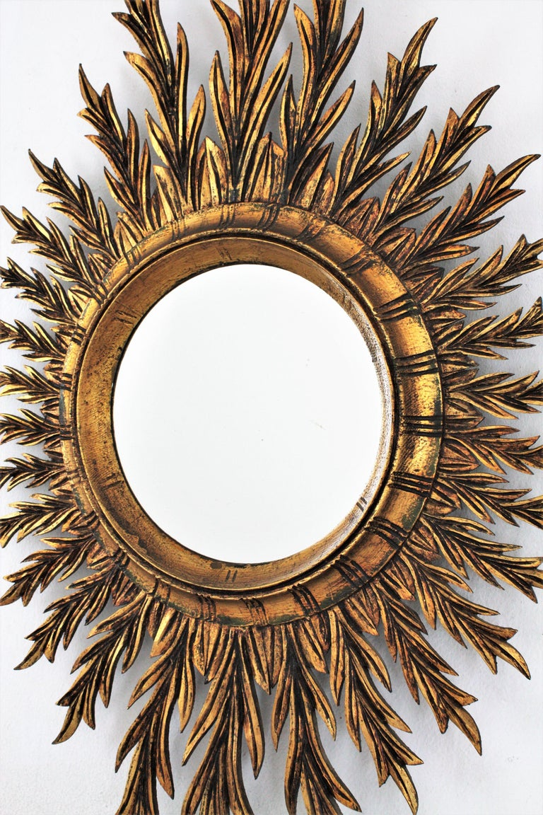 Giltwood Oval Sunburst Mirror, 1950s In Good Condition For Sale In Barcelona, ES