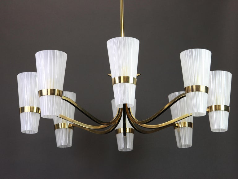 Mid-20th Century Huge Sunburst Brass and Glass Chandelier, Stilnovo Style, 1950s For Sale