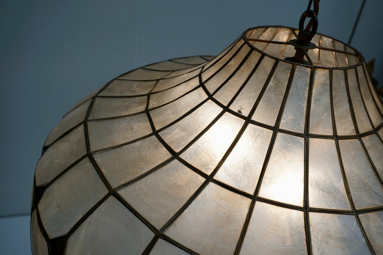 Hugh Nacre or Mother-of-Pearl and Brass Pendant Lamp, Italy, 1960 For Sale 4
