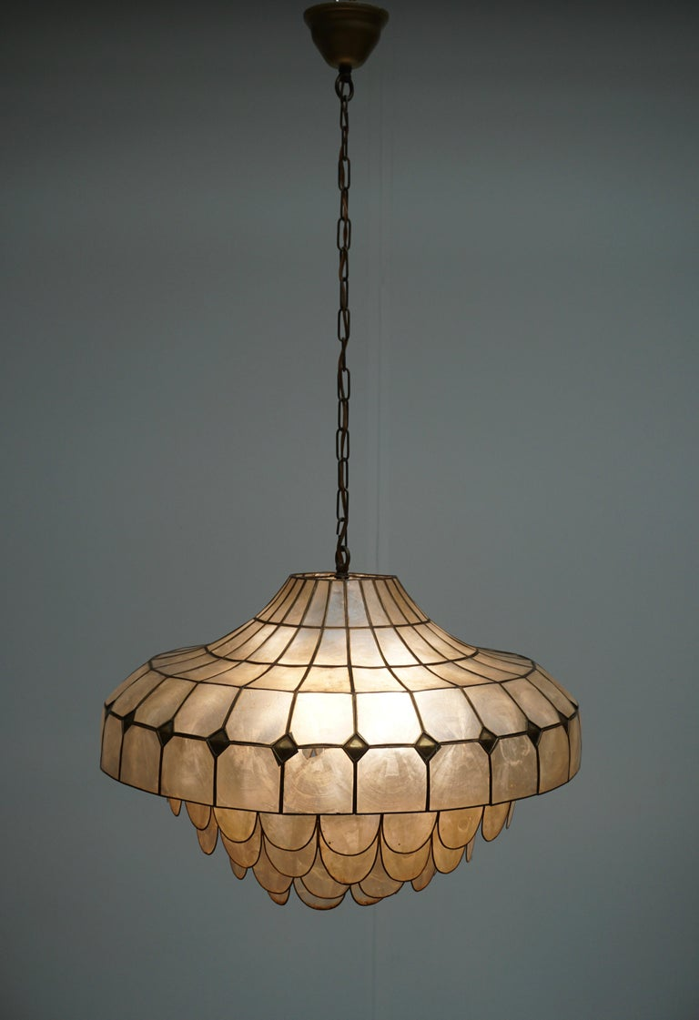 Hugh Nacre or Mother-of-Pearl and Brass Pendant Lamp, Italy, 1960 In Good Condition For Sale In Antwerp, BE