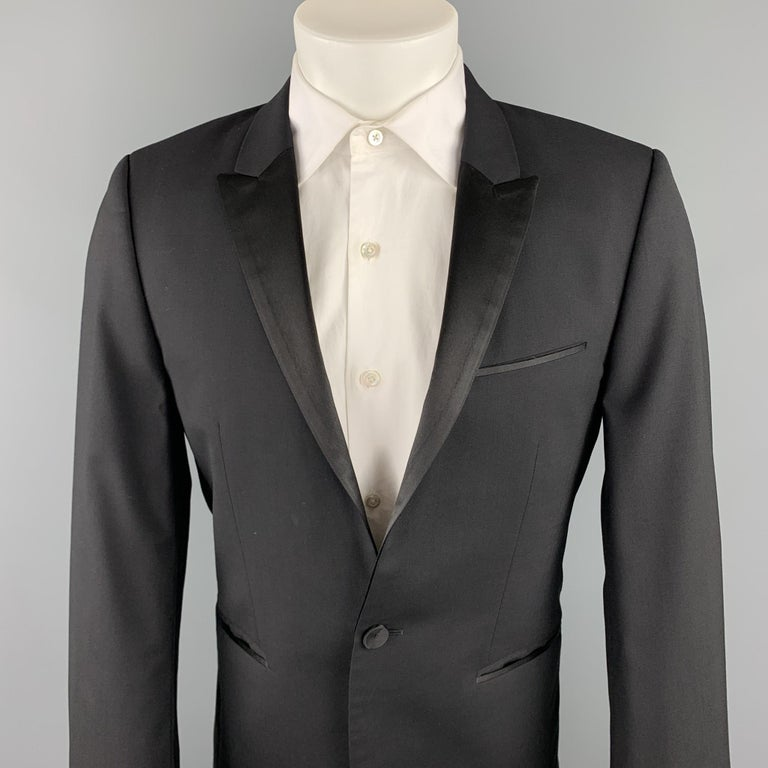 HUGO BOSS short suit comes in a black wool with a monogram liner and includes a single breasted, single button sport coat with a peak lapel and matching flat front trousers.   Excellent Pre-Owned Condition. Marked: 38