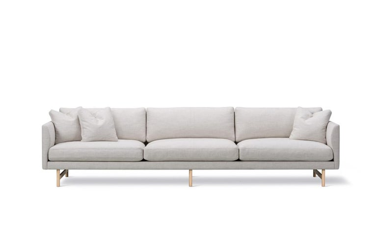 Hugo Passos Calmo sofa 95 – 3-seater – Wood base is simple and serene in this expansive 3-seater Calmo sofa, where straight lines converge with discrete curved details. Comfy cushions complete the picture in this understated expression of elegance.