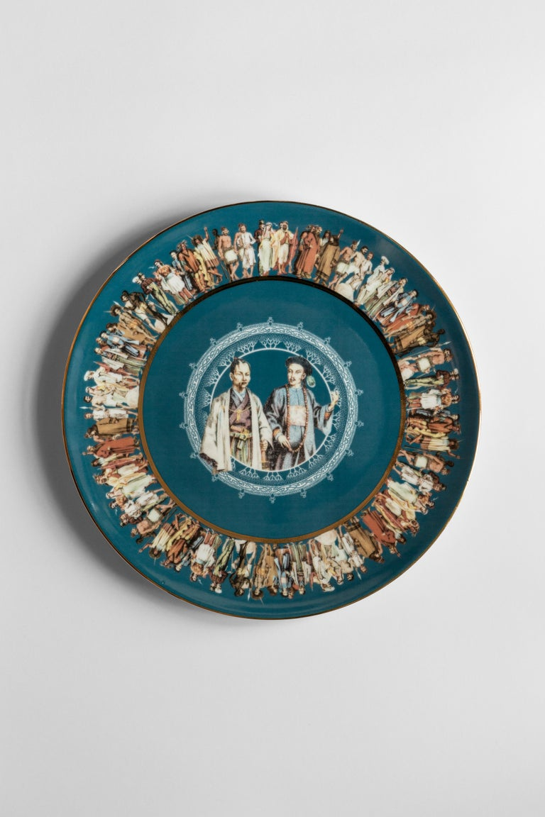 The series of dishes The Human Being narrates the variety of human populations, paying homage to customs and traditions. Faraway in time and space, the different peoples portrayed interact through looks and gestures. The composition is framed by