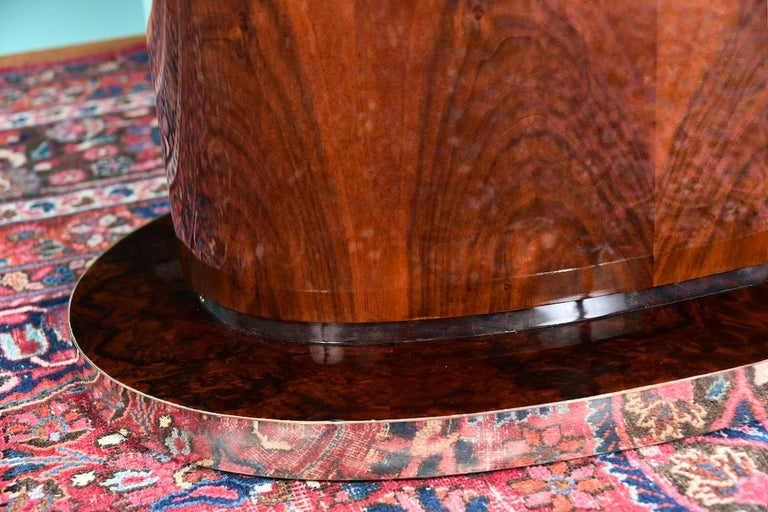 Hungarian Oval Dining Room Table in Walnut, Art Deco Period For Sale 1